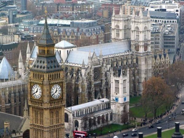 почему англия стала называться конституционной парламентской монархией